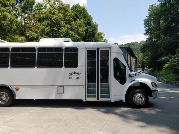 Ônibus que dá início ao tour pela fábrica da Jack Daniel - Paulo Basso Jr. - Paulo Basso Jr./Rota de Férias/ND