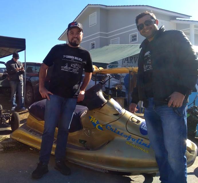 Percursor do evento, Jean de Medeiros usou um jet ski para a descida. Ele e o co-piloto correm desde a primeira edição, iniciada como uma brincadeira com carrinhos de rolimã. - Mônica Andrade/ND