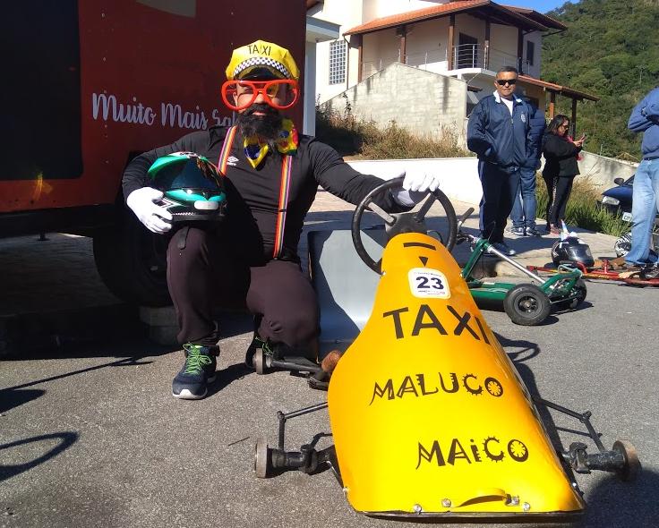 Rolimã taxista: Marco Marcolino Cardoso construiu seu carro sozinho, usando as habilidades de serralheiro. Piloto estreante, equipou o veículo com buzina e até fumaça colorida. - Mônica Andrade/ND