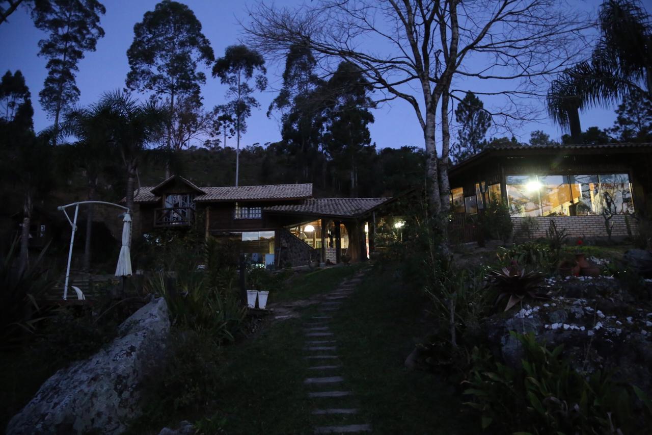 Fachada da casa ao entardecer em Alfredo Wágner - Anderson Coelho/ND