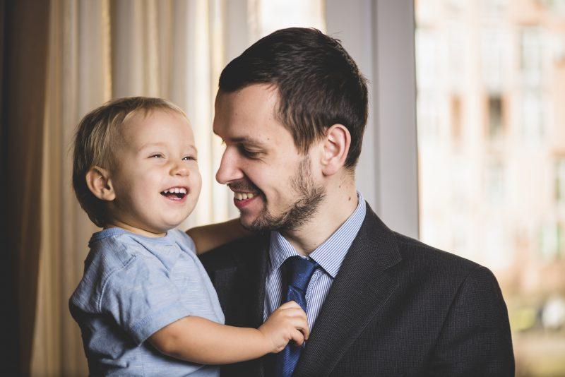 Camisas e sapatos são opções para os pais clássicos – Ivan Svyatkovsky/Divulgação/ND