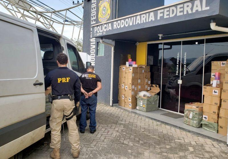 Motorista do furgão informou aos policiais que a mercadoria seria revendida em uma feira, localizada em São Paulo – PRF/Divulgação/ND