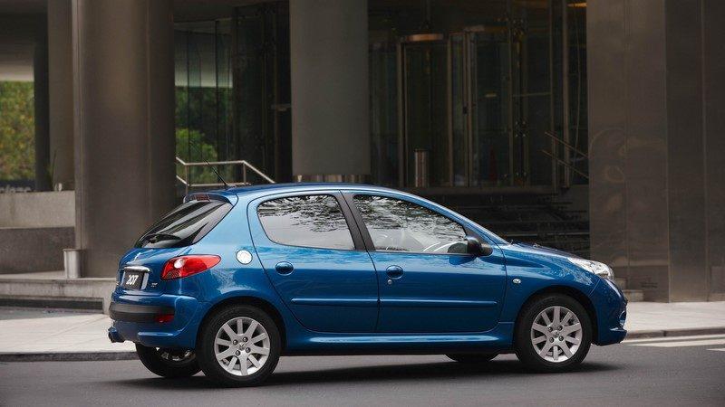 Peugeot 207: teve a missão de substituir o 206 no Brasil em 2008, mas não conseguiu ter um design tão bem acertado - Foto: Divulgação - Foto: Divulgação/Garagem 360/ND