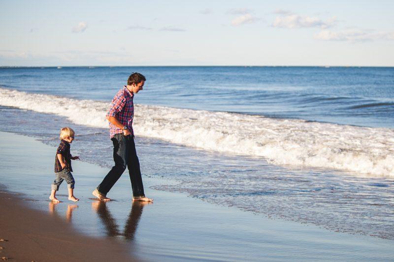 Passar mais tempo com os filhos longe de eletrônicos é essencial - Danielle MacInnes/Unsplash