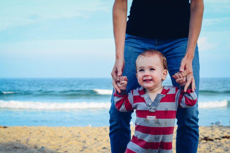 Crianças precisam que os pais estejam presentes - David Straight/Unsplash