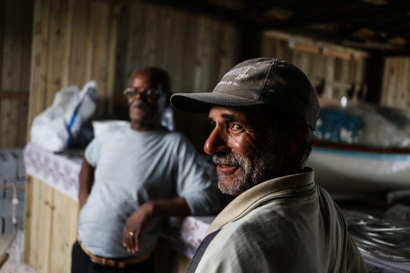 Raimundo Isauro à espera da tainha, no Campeche - Anderson Coelho/ND