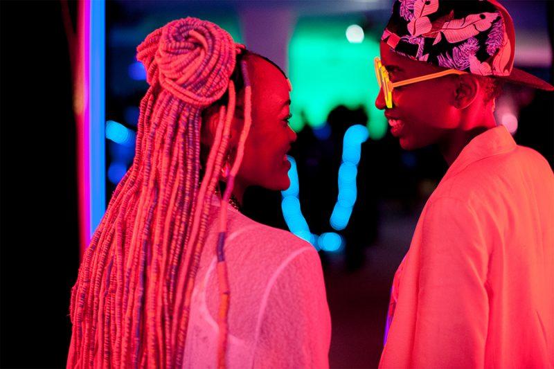 O filme acompanha Kena (Samantha Mugatsia) e Ziki (Sheila Munyiva), duas garotas que vivem em um conjunto habitacional em Nairobi e ousam desafiar o status quo – Divulgação/ND