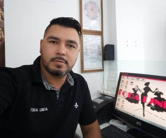 Apontado como autor do disparo que matou a empresária Cátia Regina da Silva, o comerciante Fabricio Woche usou seu perfil no Facebook para se defender – Redes Sociais