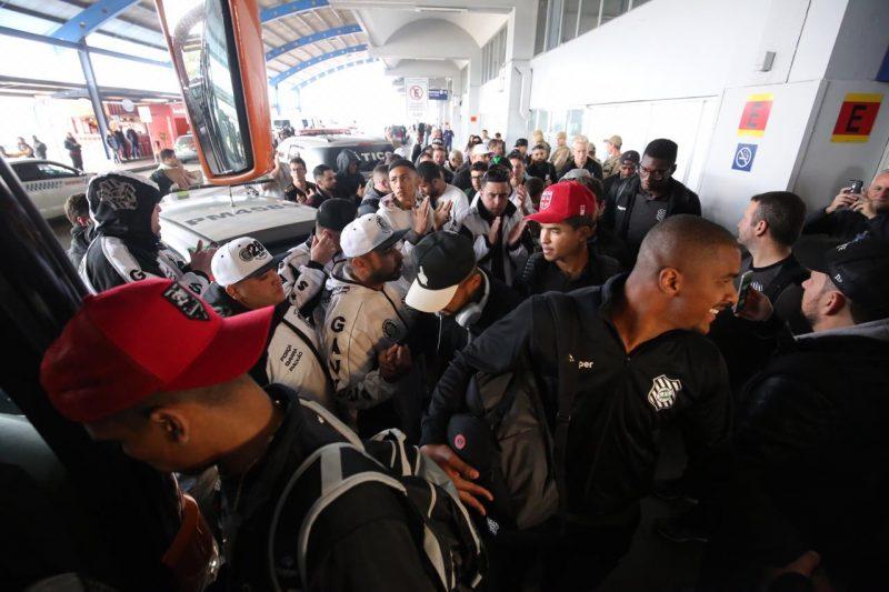 Jogadores do Figueirense chegam ao aeroporto em Florianópolis - Anderson Coelho/ND