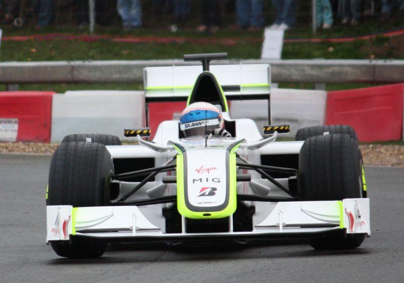 Brawn GP 001: correu por apenas um ano, mas entrou para a história por ter feito sua equipe ser a única campeã no ano de estreia. Deu a Jenson Button o título de pilotos em 2009, além de faturar o de construtores também. Venceu 8 das 17 etapas - 6 com Button e 2 com Rubens Barrichello - Foto: flamesworddragon on Visual hunt / CC BY-SA - Foto: flamesworddragon on Visual hunt / CC BY-SA/Garagem 360/ND