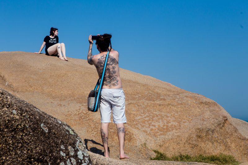 Costão da praia da Joaquina é uma boa opção para se refrescar durante o calor - Flavio Tin/ND