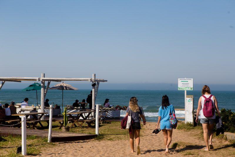 Sem nuvens, tempo foi propício para dia de praia em Florianópolis - Flavio Tin/ND