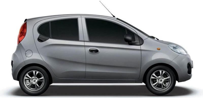 Um dos carros populares mais baratos do Brasil, o Chery QQ Smile 0 km custa R$ 28.740,00. Com o novo valor proposto para o Fundo Eleitoral seria possível comprar 128.740 carros populares - Divulgação/ND