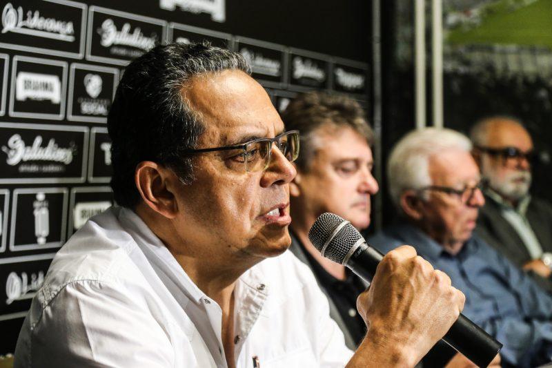 Chiquinho de Assis comemora decisão da justiça que Cláudio Honigmann (sem óculos na foto) e a Elephant do Figueirense junto a CBF. – Foto: Anderson Coelho/ND