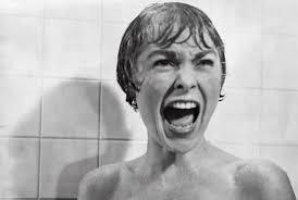 """A secretária Marion Crane roubou dinheiro de onde trabalha e tem como esconderijo o """"Bates Motel"""", lugar cujo dono é o misterioso Norman Bates. É o clássico """"Psicose"""" - Divulgação/ND"""