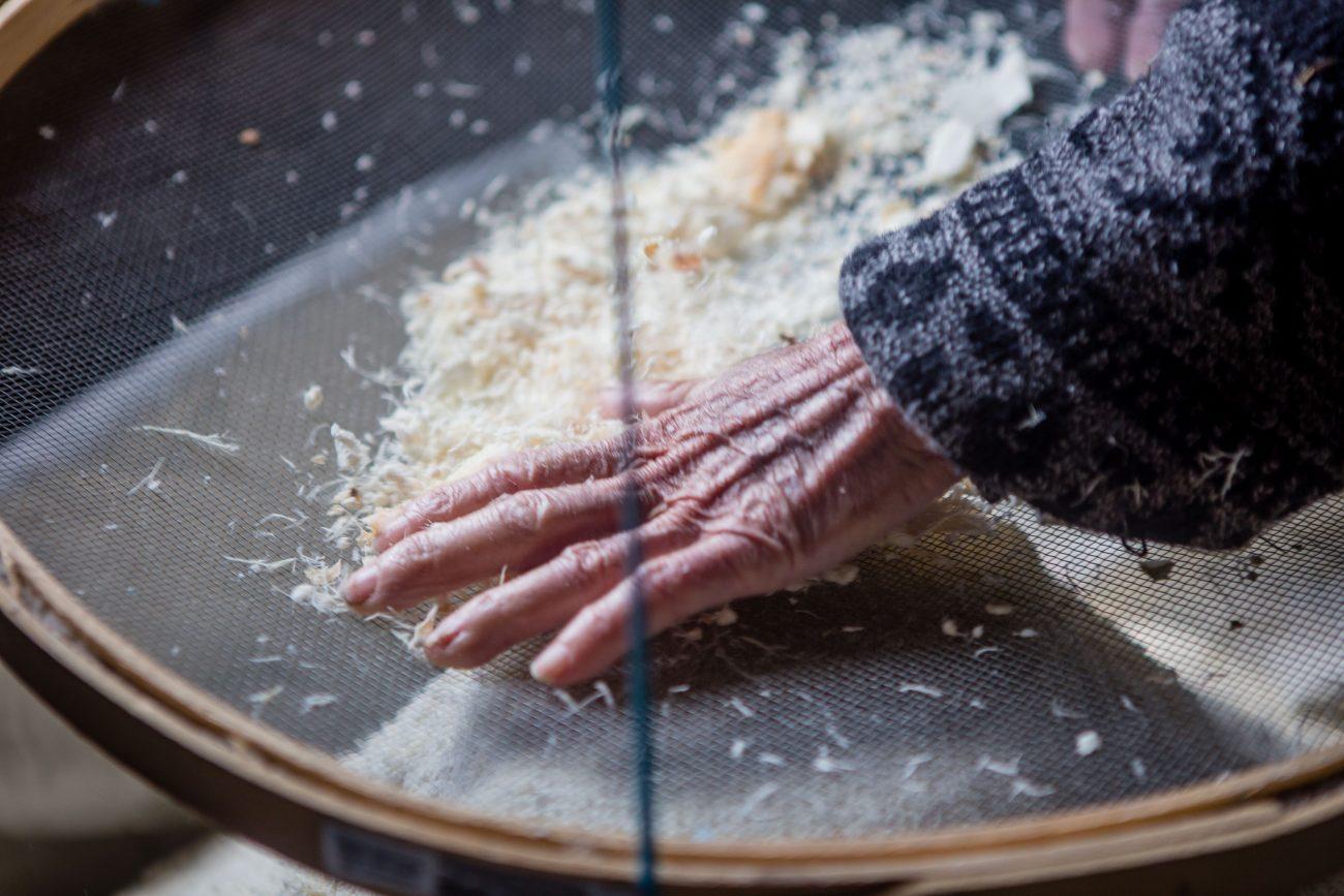 Peneiragem da farinha - Flavio Tin/ND