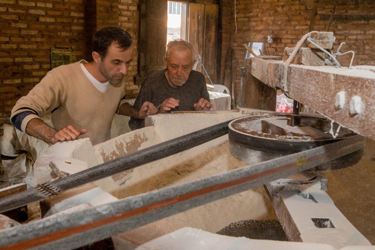 Conhecimento adquirido ao longo do tempo permite aos Heidenreich identificar o ponto da farinha através do aroma - Flavio Tin/ND