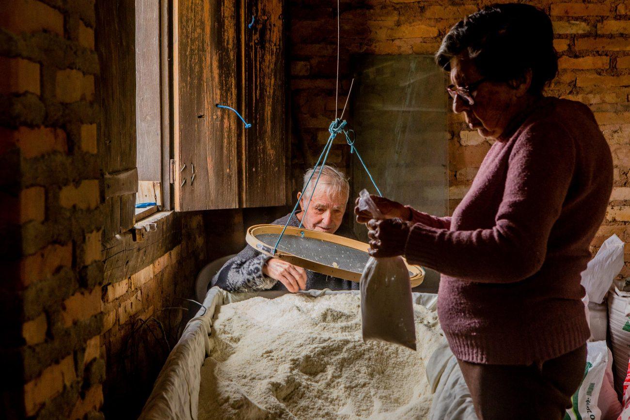 Jacob e Yolanda, proprietários de engenho de farinha no Ribeirão da Ilha - Flavio Tin/ND