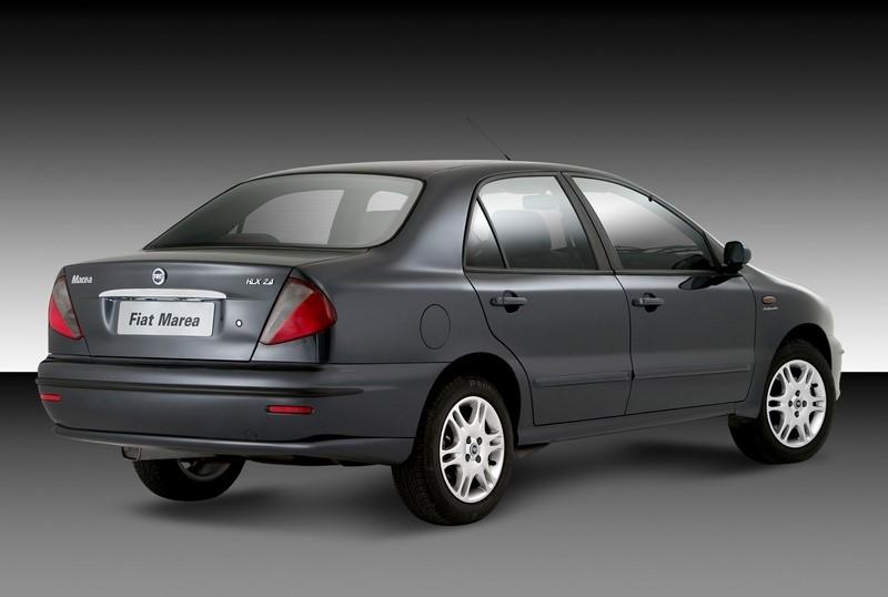 Fiat Marea e Marea Weekend: lançada em 1998, a família de médios teve boas vendas no início, mas sua mecânica complexa acabou afastando os compradores. Saiu de linha em 2007 - Foto: Divulgação - Foto: Divulgação/Garagem 360/ND