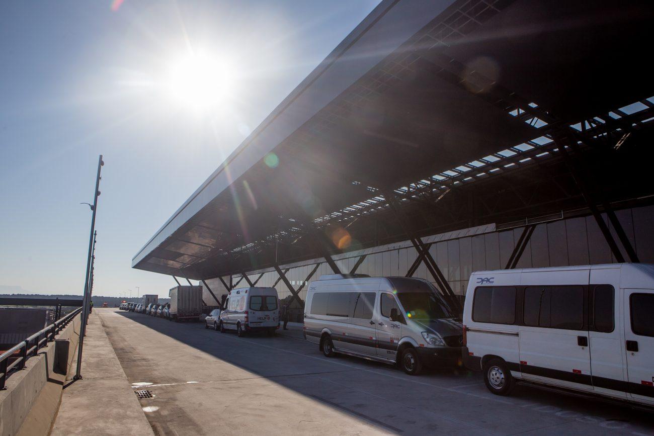 Acesso de veículos e pedestres à área de embarque - Flavio Tin/ND