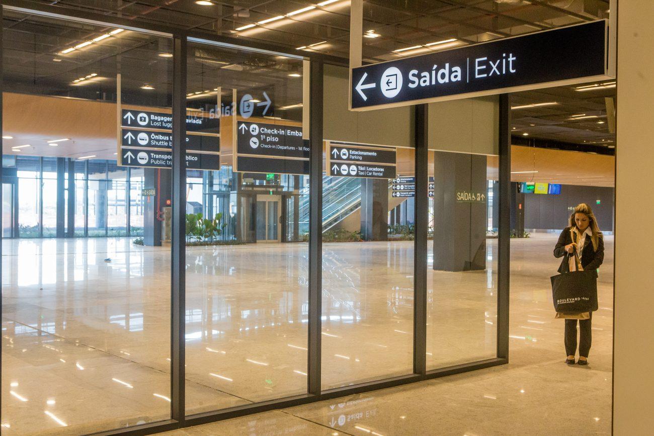 Área de desembarque de passageiros após passarem pelas esteiras - Flavio Tin/ND