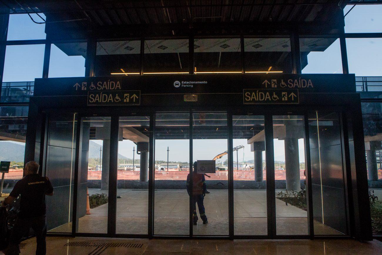 Portão de entrada e saída na área de desembarque - Flavio Tin/ND