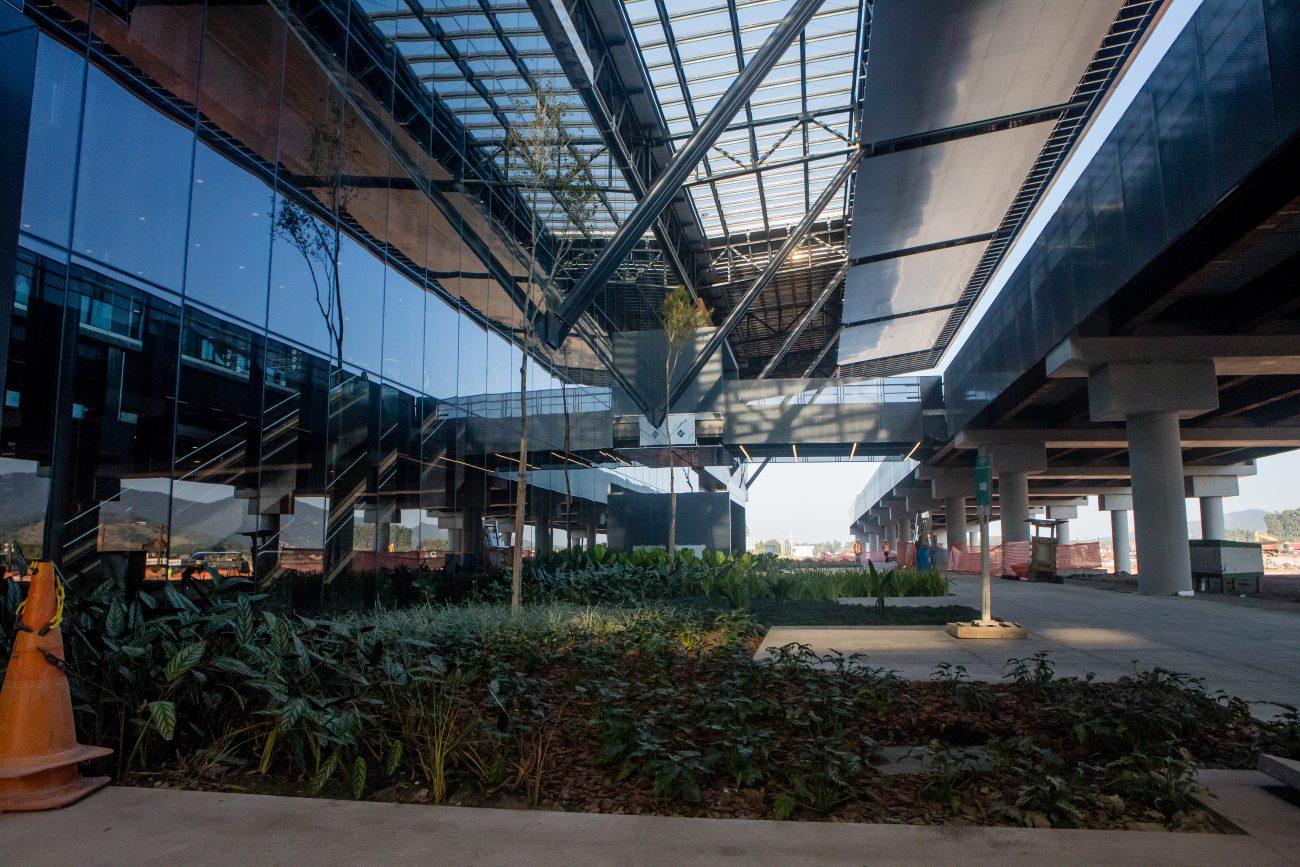 Área de acesso de pedestres e veículos ao terminal - Flavio Tin/ND