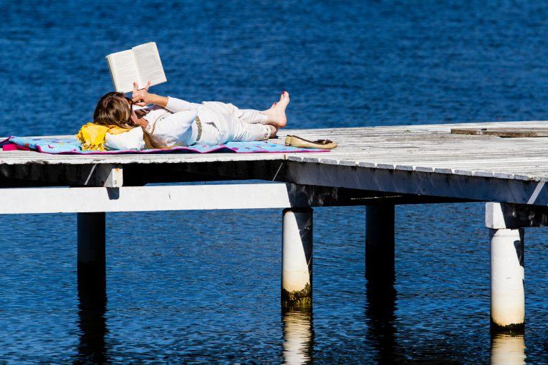 Leitura relaxante na Lagoa da Conceição, Florianópolis - Flávio Tin/ND