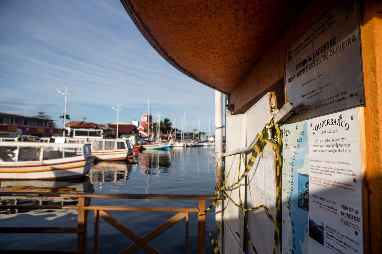 No verão, em média 1200 passageiros por dia utilizam os barcos para fazer o deslocamento da Lagoa até a Costa da Lagoa. Nas demais épocas do ano, cerca de 400 pessoas passam pelo local diariamente - Flavio Tin/ND