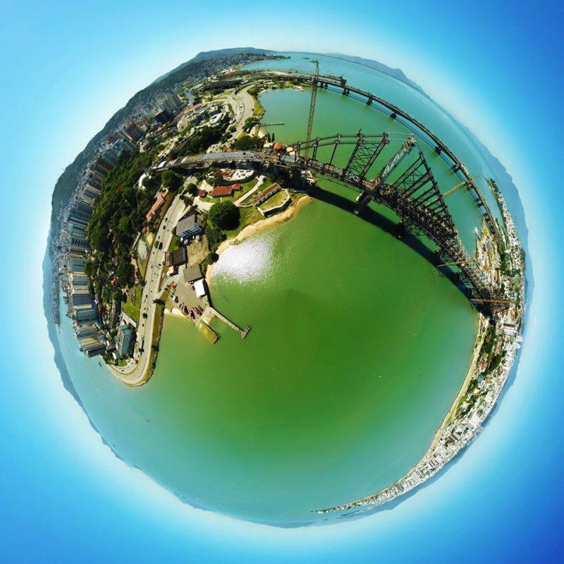 Foto panorâmica 360 graus de Florianópolis, que dá a impressão de miniplaneta, foi clicada com drone - Flávio Tin/ND