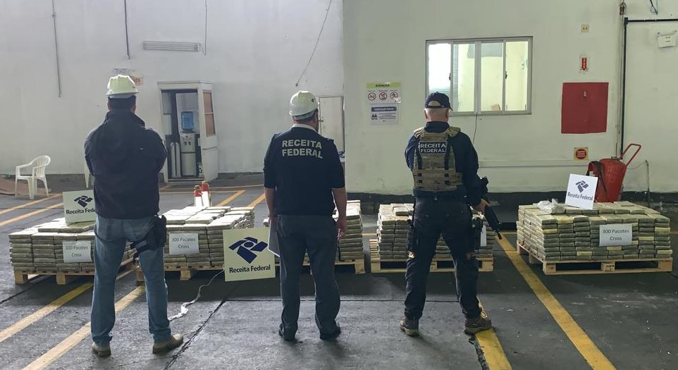 A apreensão da droga foi realizada durante procedimento de análise de risco aduaneiro - Divulgação/Receita Federal