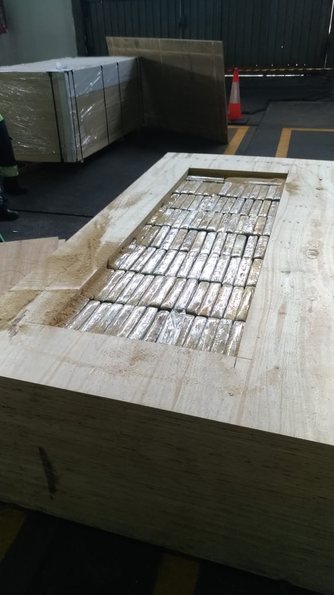 A cocaína foi apreendida em uma carga de exportação de madeira destinada à Belgica, na Europa - Divulgação/Receita Federal