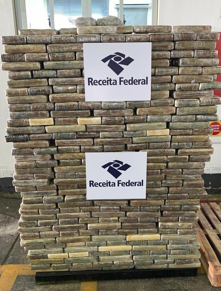 A primeira apreensão aconteceu no dia 3 de julho, quando foram apreendidos 1.273 quilos de cocaína - Divulgação/Receita Federal