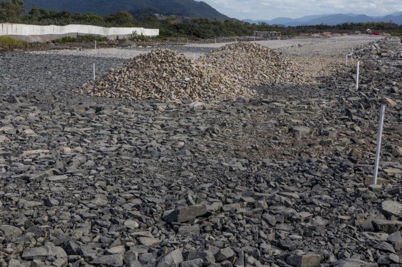 A Secretaria de Estado da Infraestrutura e Mobilidade (SIE) anunciou a retomada da negociação com os proprietários dos terrenos localizados nas quadras 45, 46 e 47, no Bairro Carianos, no trecho que compreende o Lote 1B da obra do novo acesso ao Sul da Ilha - Flavio Tin/ND