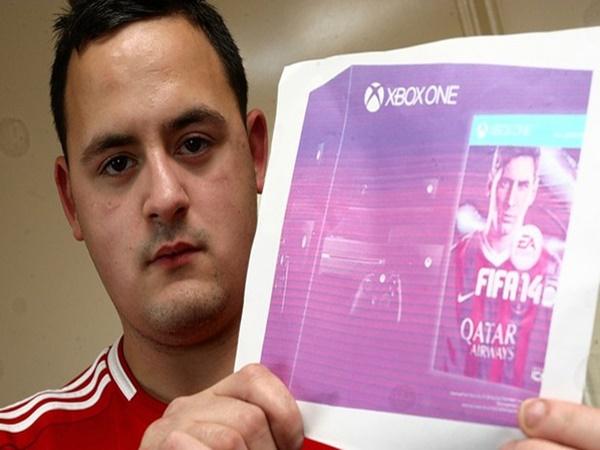 """Em 2013, Peter Clatworthy comprou um Xbox One pelo site de compras eBay. O que ele não esperava é que, em vez do console, receberia uma imagem do produto impressa em baixa qualidade com a mensagem """"Muito obrigada pela sua compra"""". - Crédito: reprodução da internet /33Giga/ND"""