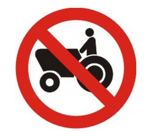 Proibido o trânsito de tratores ou máquinas de obra - Foto: Reprodução - Foto: Reprodução/Garagem 360/ND