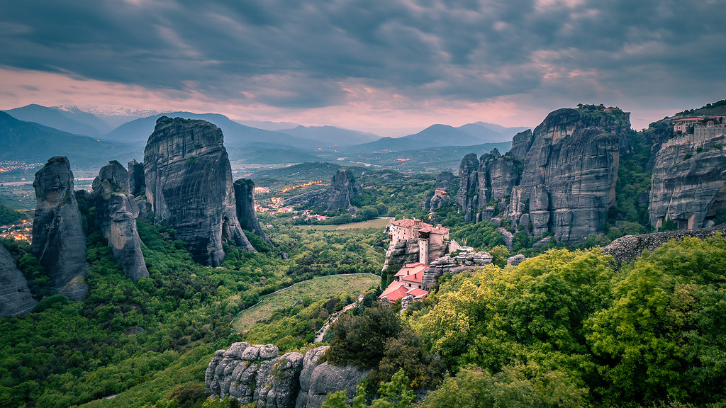 Meteora – Grécia - Giuseppe Milo (www.pixael.com) on Visual Hunt / CC BY - Giuseppe Milo (www.pixael.com) on Visual Hunt / CC BY /Rota de Férias/ND