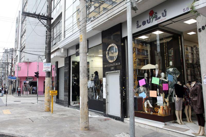 A Rua José Paulino, localizada no bairro do Bom Retiro, é o point de quem quer comprar roupas com bons preços - Rubens Chiri/SPTuris - Rubens Chiri/SPTuris/Rota de Férias/ND