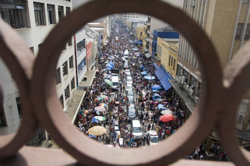 A 25 de março é uma das ruas mais famosas da cidade. O local, cheio de barraquinhas e galerias, é ideal para quem gosta de comprar produtos baratos - Miguel_Schincariol/FCVB/SPTuris - Miguel_Schincariol/FCVB/SPTuris/Rota de Férias/ND