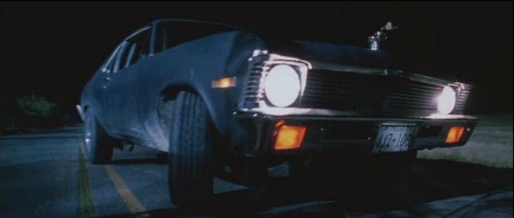 Dar carona a um desconhecido pode trazer problemas. Em A morte pede carona, o jovem Jim Halsey ajuda um psicopata na estrada, usando um Cadillac Seville - Crédito: Reprodução/IMCDB - Crédito: Reprodução/IMCDB/Garagem 360/ND