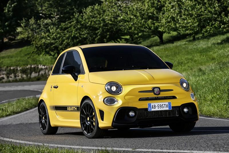 Abarth 595: versão mais agressiva do Fiat 500 tem 180 cv e pode chegar até 225 km/h - Foto: Divulgação - Foto: Divulgação/Garagem 360/ND