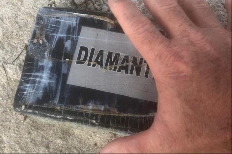 A cocaína embalada encontrada após passagem do Dorian – Departamento de Polícia de Melbourne / Divulgação