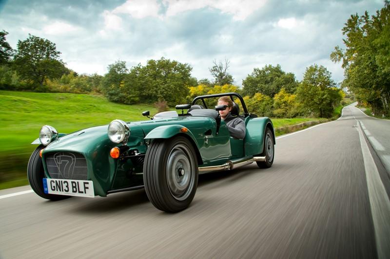 Caterham Seven: um ícone criado nos anos 1950 pela Lotus segue sendo produzido pela Caterham nas mais variadas opções de motores e propostas - Foto: Divulgação - Foto: Divulgação/Garagem 360/ND