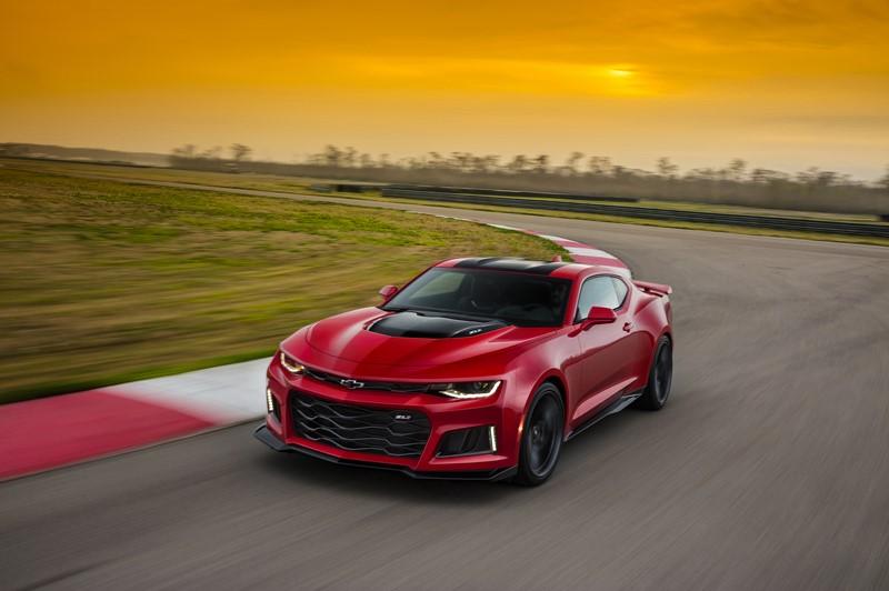 Chevrolet Camaro ZL1: com 650 cv, ele não foi feito só para andar em linha reta, como os antigos muscle cars; ele também sabe fazer curvas como gente grande - Foto: Divulgação - Foto: Divulgação/Garagem 360/ND