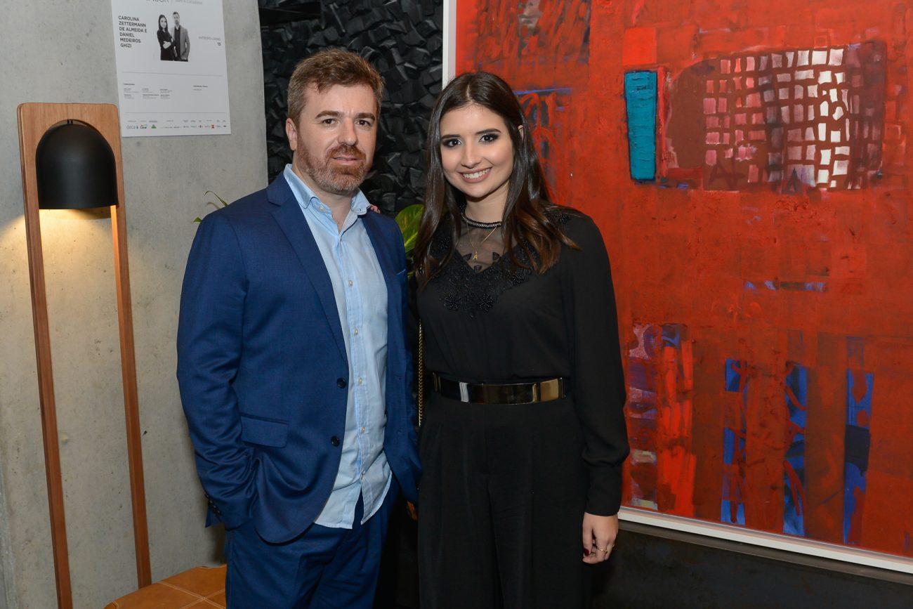 Daniel Medeiros Ghizi e Carolina Zettermann de Almeida, autores do Antropo-Living - Carlos Alves/Divulgação/ND
