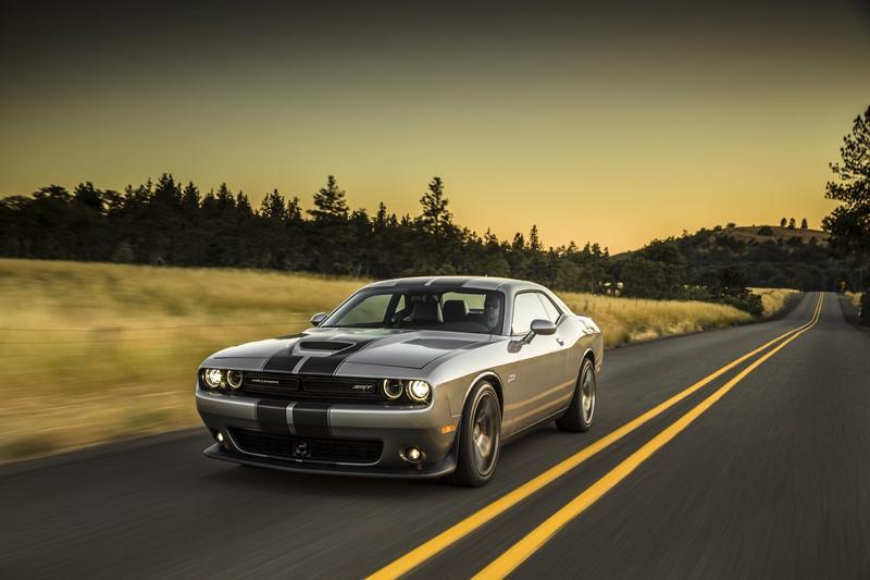 Dodge Challenger SRT/Hellcat: qualquer versão SRT do Challenger já empolga em termos de desempenho, mas a Hellcat consegue entregar em seu motor absurdos 717 cv de potência - Foto: divulgação - Foto: divulgação/Garagem 360/ND
