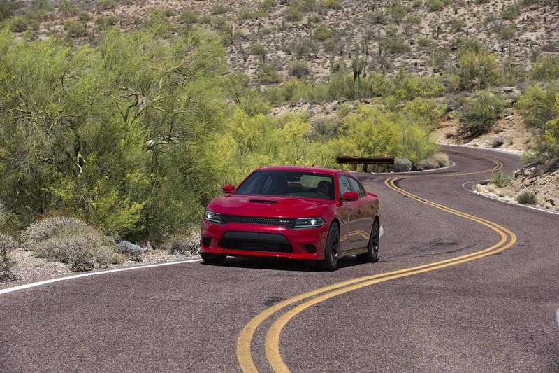 Dodge Charger SRT Hellcat: assim como o Challenger, também é equipado com o motor V8 de 717 cv - Foto: Divulgação - Foto: Divulgação/Garagem 360/ND