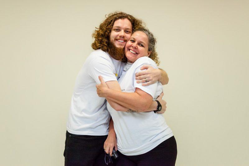 Gabriel e a mãe Melissa fazem parte da Associação de Câncer de Boca e Garganta – Divulgação/ND