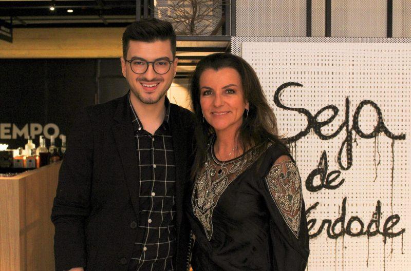 Designer Guilherme Garcia recebendo Lica Paludo para conhecer os espaços Frutaria e Cumbuca que ele assina - Thiago Tarcísio/Divulgação/ND