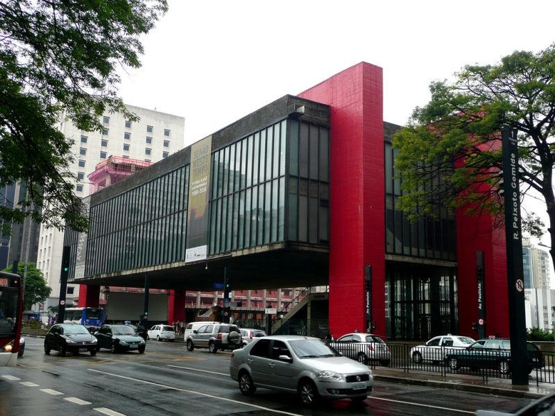 Museu de Arte de São Paulo Assis Chateaubriand (MASP) é um dos prédios mais